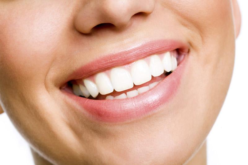 4 φυσικοί τρόποι λεύκανσης των δοντιών